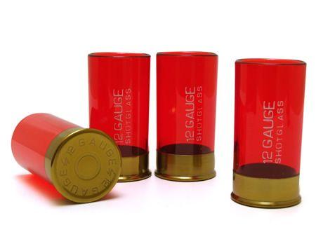 Dispare uma rodada de shots usando estes copos de martelinho que dariam inveja a Clint Eastwood. Assim como cartuchos de espingarda calibre 12, o verdadeiro veneno fica dentr