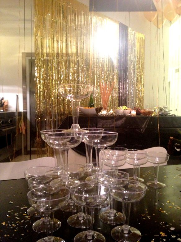 Great Gatsby Themed Party- put apple cider in the glasses for decoration