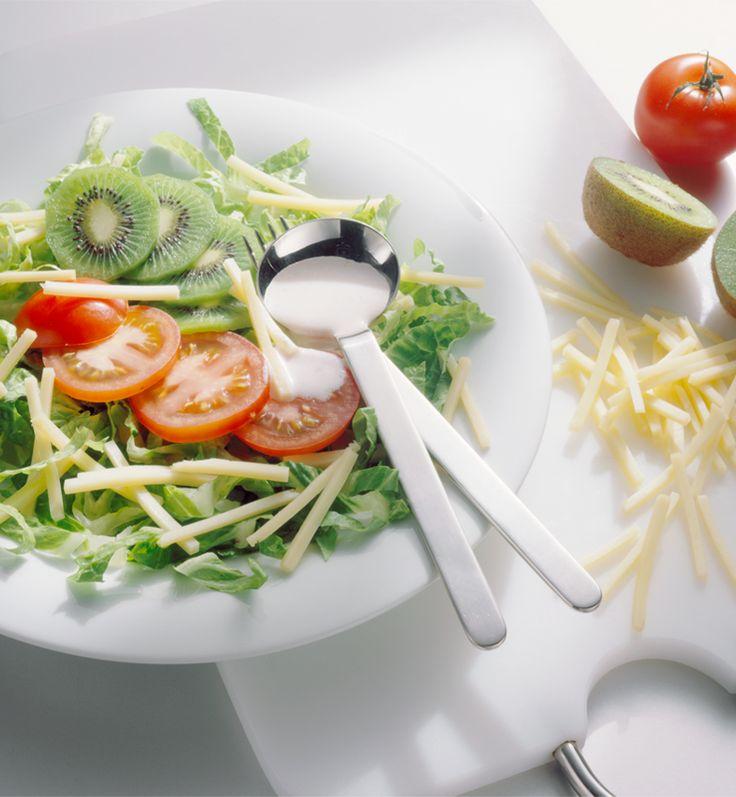 Romanasalat mit Käse und Kiwi #hochland #käse #rezept #recipe #salat #salad #tomaten #kiwi #food #foodie #sandwichscheiben #butterkäse #lecker #gesund