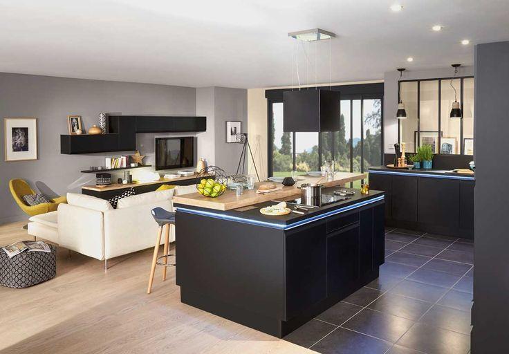 Ytrac de Lapeyre, une cuisine ouverte qui se prolonge dans le salon.