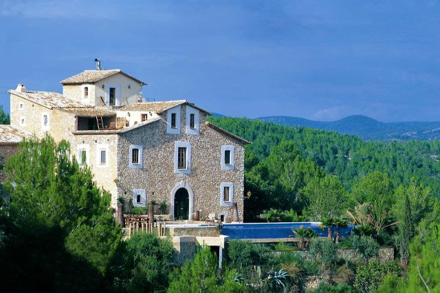 Almiral de la Font, luxuriously restored masia just south of Barcelona l Luxury Rental