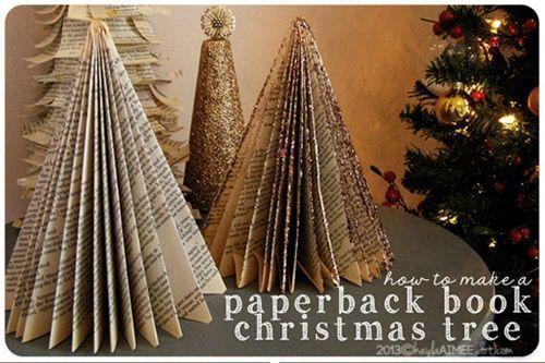 Manualidades de Navidad un árbol de papel con viejos libros reciclados 1