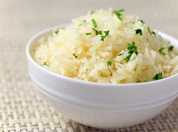 Лимонная кислота или чайная ложка свежевыжатого сока лимона сделает ваш рис белым и рассыпчатым