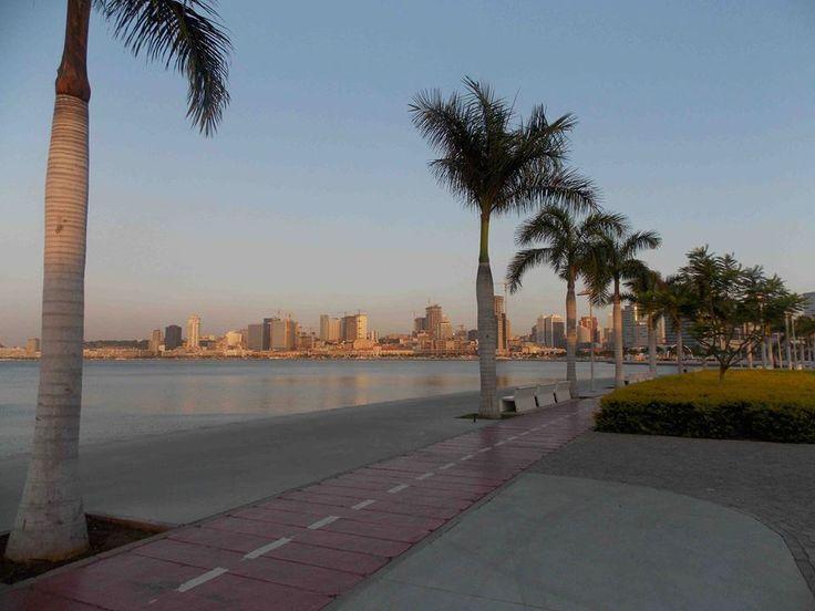 Tranquilo fim de tarde na Baía de Luanda.