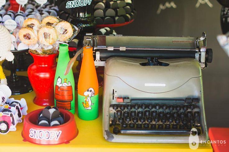 """23 curtidas, 1 comentários - Nath Toledo Festas (@nath_toledo) no Instagram: """"detalhes da Festa Snoopy ❤️ click #encantos.revelados #snoopy #peanuts #festasnoopy #decoracao…"""""""