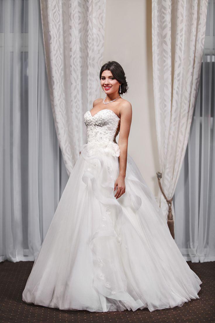 2016 Classic Collection Weddding Dress Maxima Bridal  11.16