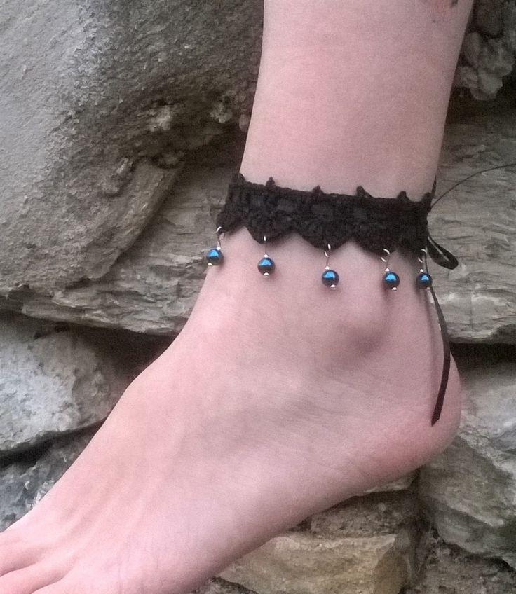 bracelet de cheville bijou pied dentelle crochet style victorien gothique steampunk coton noir perles nacrées bleues : Bracelet par lilithcreation-boutique