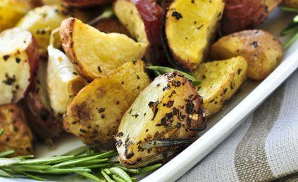 Petites pommes de terre rouges, rôties au romarin pour 4 personnes - Recettes Elle à Table