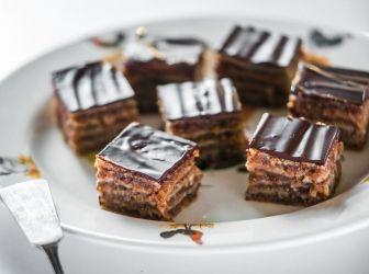 Zserbó recept ( Gerbeaud ): Ez a klasszikus Gerbeaud (ejtsd: zserbó) sütemény. Isteni, időtálló hazai kedvenc! És ez a legjobb recept, amit valaha kóstoltam! ;)