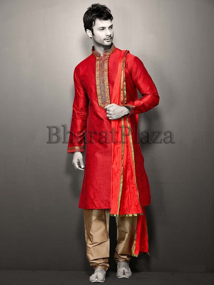 Dashing outfit is designed for the man who is conscious of his own style.  Item code: SKYM2709B http://www.bharatplaza.com/new-arrivals/kurta-pyjamas.html