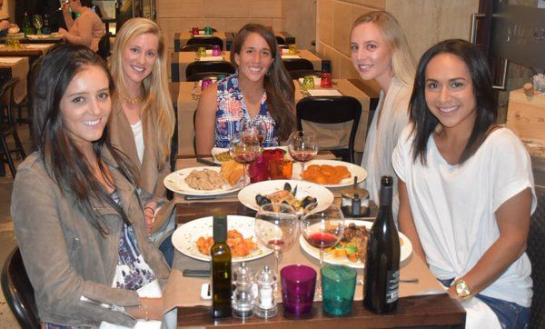 Irina Falconi, Heather Watson, Naomi Broady, Laura Robson and Alison Riske - Nice meal in Rome - May 2016 - via Irina Falconi | Twitter