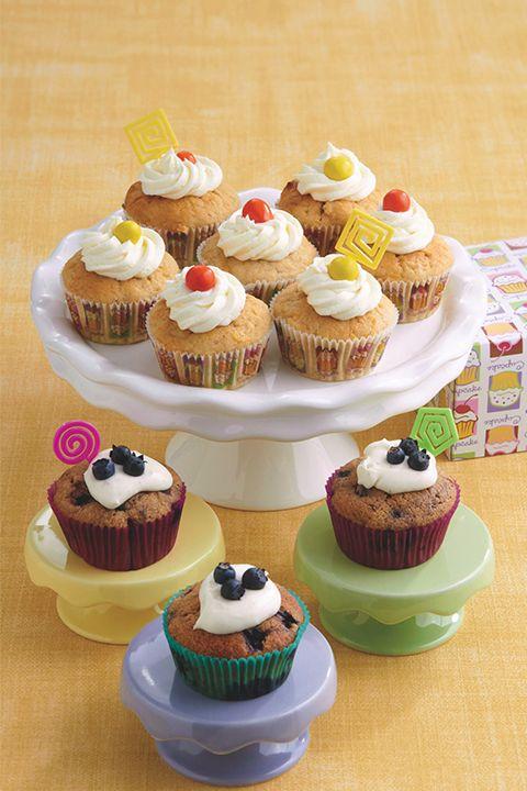 INGRÉDIENTS PAR SAPUTO | Faites des petits (et grands!) heureux avec cette idée de recette de « cupcakes » moelleux à la citrouille et à la cannelle. Garnissez ces petits gâteaux de glaçage au beurre et citron pour un dessert d'automne succulent!