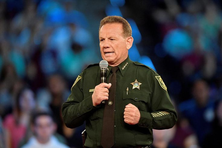 Sheriff faces mounting criticism over Florida school massacre