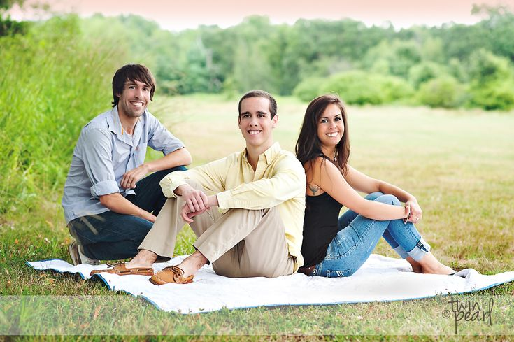 Levangie Family {Adult Sibling Session} » Twin Pearl Photography