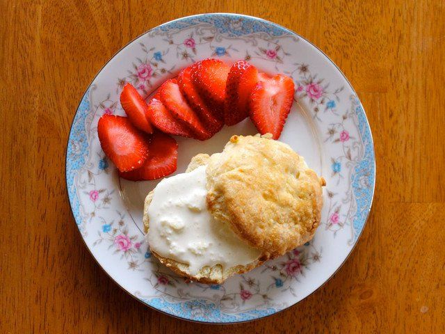 How to make old fashioned British-style Clotted Cream and warm, freshly baked English scones.