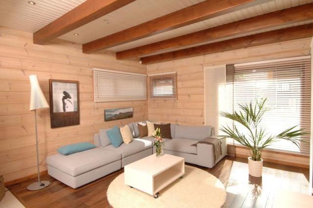 """Низкие потолки - распространенная """"болезнь"""", которой страдают многие старые дома. В то время не стоял вопрос дизайна, важно было построить дом, в котором можно жить, потратив при этом поменьше материала. Но давайте подумаем, как можно оформить такие низкие потолки."""