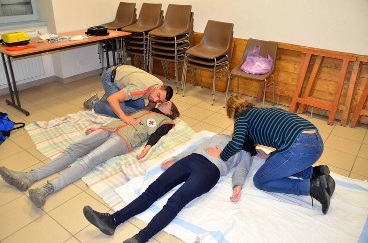 Une session de secourisme à la Croix rouge.