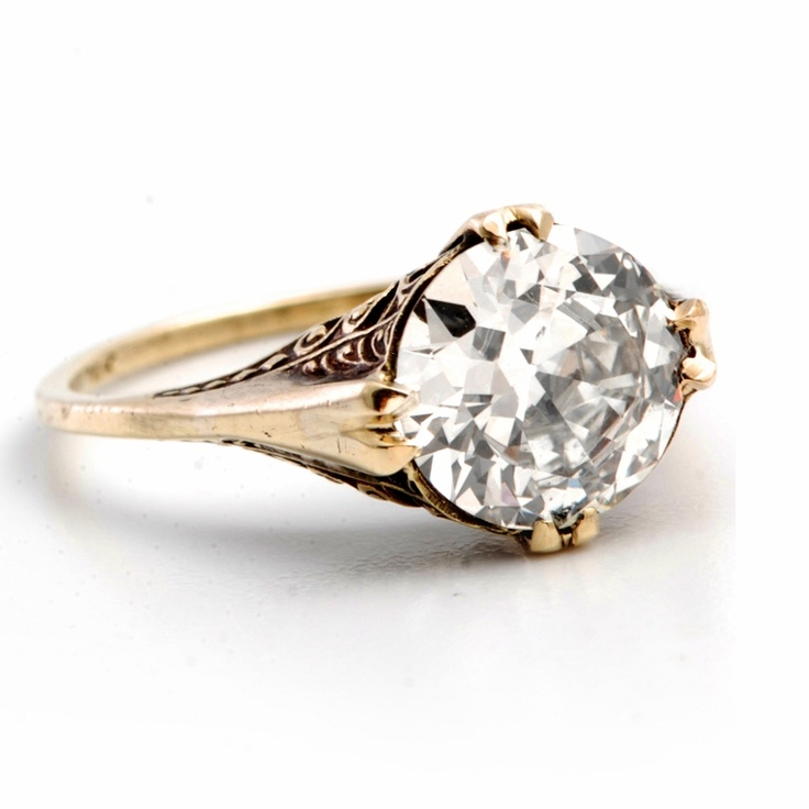love love love this! #rings Antique Style Yellow Gold Diamond Engagement Ring