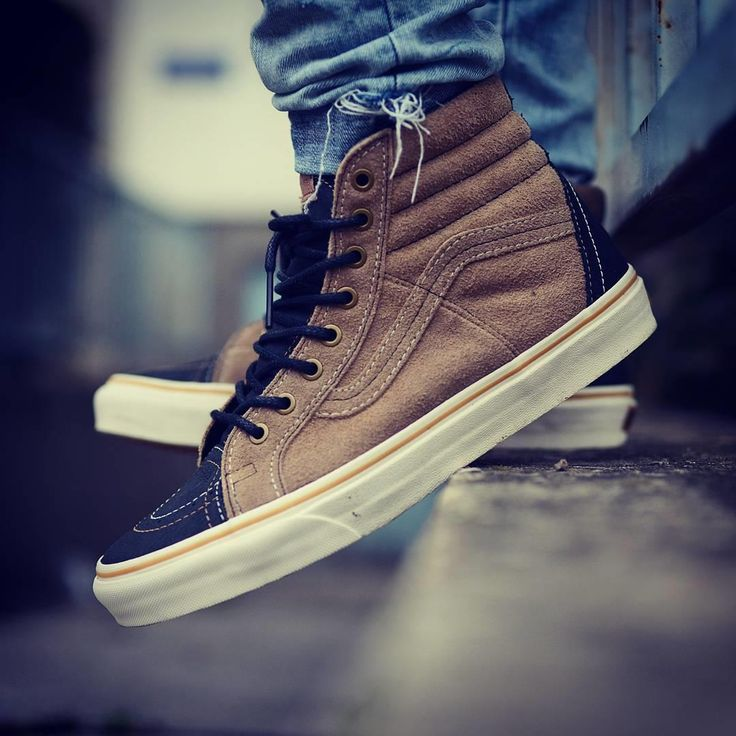 Cool vans shoe with leather or suede (don't sure) addition. Looking great on feet!
