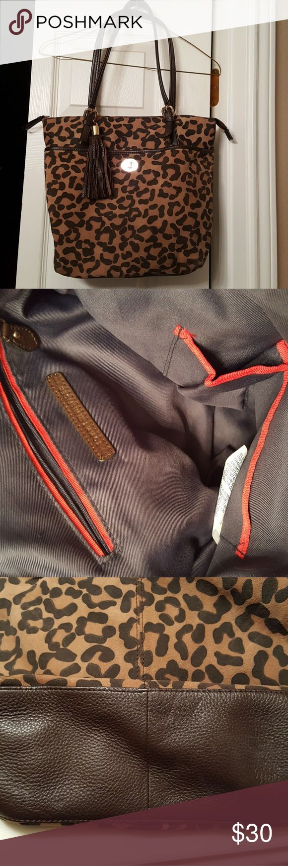 Tommy Hilfiger shoulder bag Tommy Hilfiger animal print shoulder bag. 12(w) x 14(h) x 4(d). Perfect size, great bag never used. Tommy Hilfiger Bags Shoulder Bags