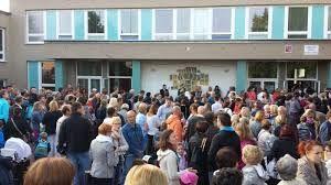 """Esto es la escuela de Zbraslav. Es encima de el bosque-parque """"Belveder""""."""