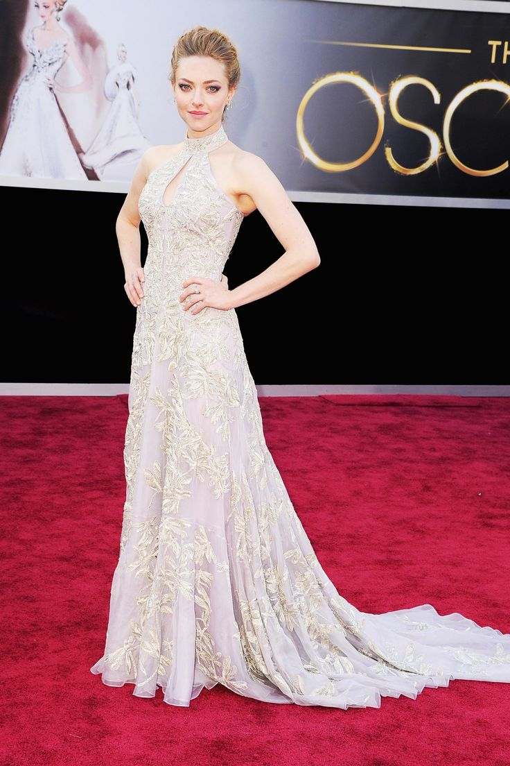 Amanda Seyfried in an Alexander McQueen lilac organza embroidered gown with train and key-hole neckline.