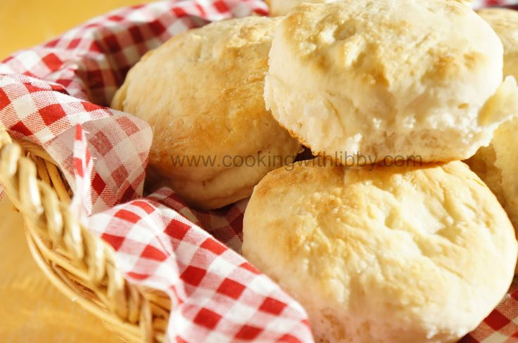 Cracker Barrel, grandmas, and biscuits…. all three of them go hand in hand if you ask me! Husband Man's grandmother made some awesome biscuits….supposedly.  I never had the chance to meet her so I've never tasted them.  When she passed away, she took her lovely biscuit recipe with her, leaving her loved ones to guess …