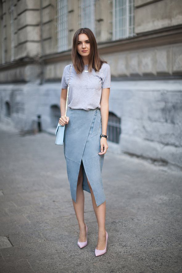 ブロガー名:ニーカ(Nika Huk)   ブログ名:『Fashion Agony』   オリジナル記事:『WRAP IT UP』                              トータル・ホワイトのコーデの後には、   ほぼトータル・グレーのコーデを。   最近、モノクローム(単色)のものに夢中になっているのかも。 ...