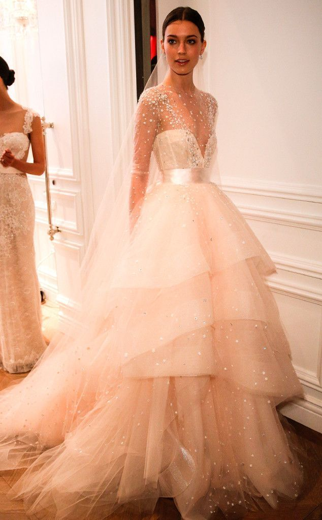 We're swooning over this stylish Monique Lhuillier wedding dress