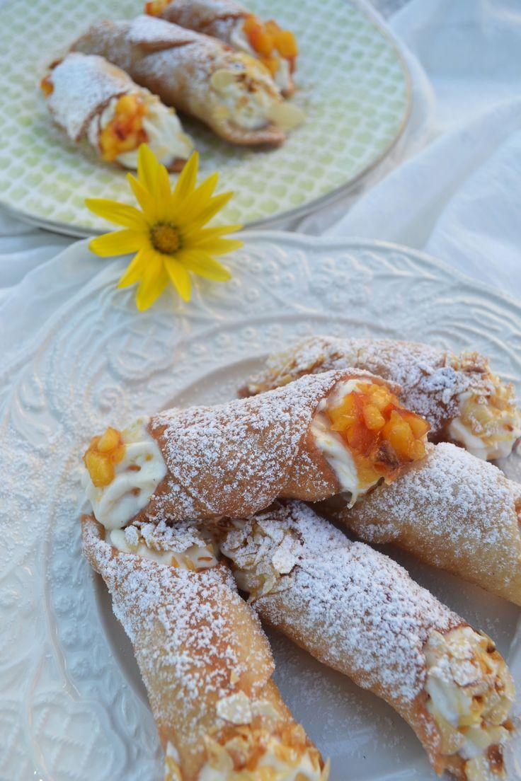 Dolce da Italia! Cannoli con crema di ricotta! <3 Diese gefüllten Teigröllchen schmecken nach Urlaub und versetzen mich gleich wieder zurück ins schöne Italien. Als wir vor einigen Tagen in Rom …