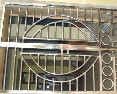 Best 25 steel gate ideas on pinterest gate design for Urban glass fencing