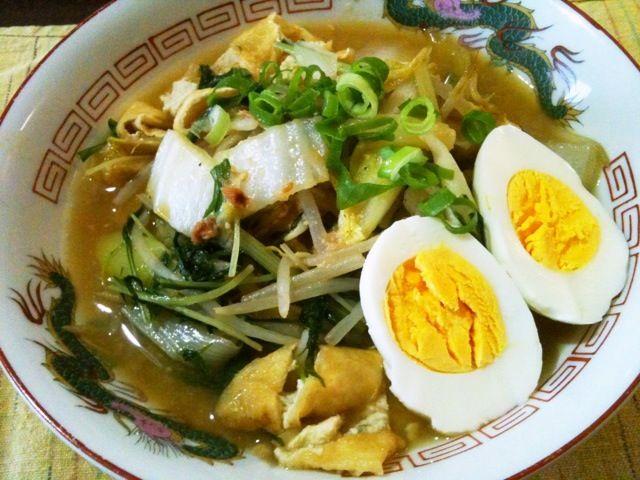 麺は中太縮れ麺。スープが濃厚でまろやかでした☺ - 16件のもぐもぐ - 鍋残りスープで味噌ラーメン by tabajun