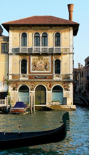 Venice, hoise by the water. Painted decoration of a Venetian villa. #travel #italy #architecture