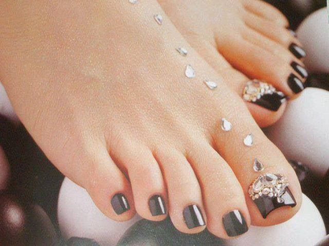 Beautiful toe nail design   Nail Art & Design   Pinterest