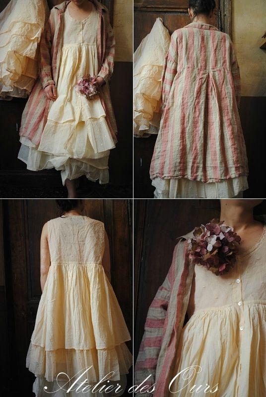 MLLE MINOUCHE : Veste en lin à rayures, robe en organdi rose poudré, jupon en organdi Les Ours