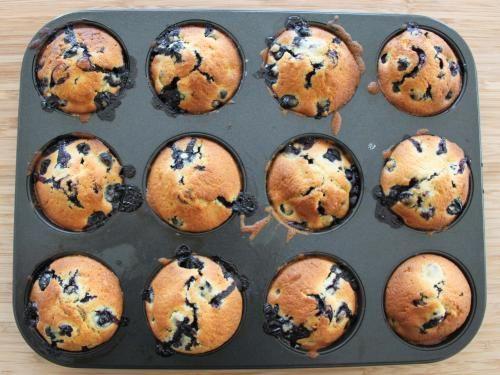 Blueberry Muffins Thermomix Rezept a la Martha Stewart. Habe ich aus Marthas klassischem Baking Handbook genommen und für den Thermomix umgeschrieben. Das komplette Rezept plus Anleitung findet ihr in meinem Blog: http://www.meinesvenja.de/2012/01/30/blueberry-muffins/