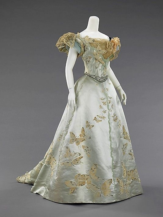 Stunning turn of the century Worth ball gown. Click through the link to zoom and see the detailed embellishments.