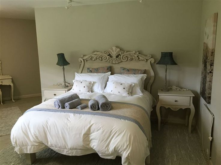 4Stay - White Rocks - The house is called White Rocks and is situated in the KZN Midlands. 35km from Nottingham Road. The house has six en-suite bedrooms, a TV room, bar, kitchen and scullery.  The house has six en-suite bedrooms, ... #weekendgetaways #nottinghamroad #southafrica