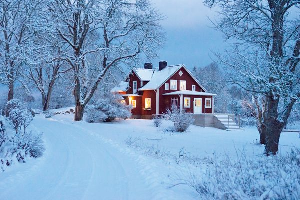 love this country house in sweden.
