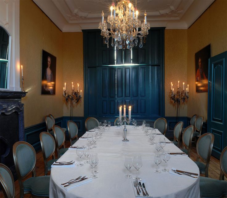 Furnishing for a dinner party in Frankendael's salon