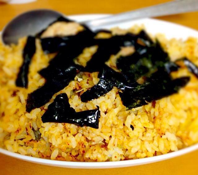 中華風キムチチャーハンを食べました。具は、キムチと豚肉と卵です。塩コショウと醤油と万能中華の素を味付けをしました。市販のチャーハンの素を使わずに調理をしても良かったと思います。食べたら美味しかったです。 - 5件のもぐもぐ - 中華風キムチチャーハン by minato20