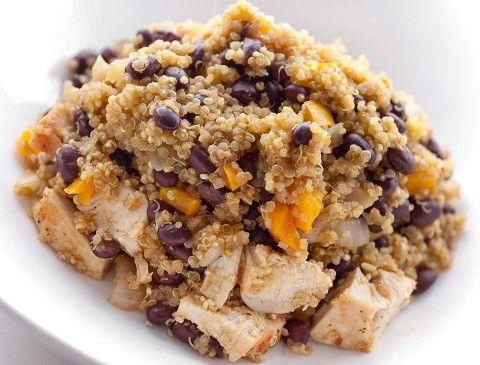 La quinoa con pollo es un plato delicioso y completo que resulta muy fácil de preparar. Descubre los secretos de una quinoa perfecta y lúcete elaborándola.