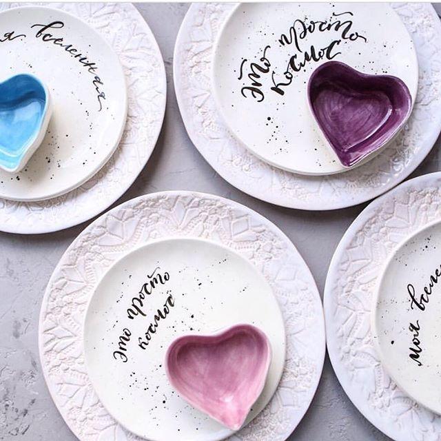 Серию космических тарелочек можно купить в магазине @linadelikahomeware. К каждой тарелочке идёт маленькая космическая открытка в подарок☄ #подарок #посуданазаказ #посударучнойработы #тарелка #тарелочка #творчество #керамика #керамикаручнойработы #дом #декор #дизайн #кухня #кружево #россия #ручнаяработа #российскиедизайнеры #pottery #artpottery #handmade #decor #ceramic #ceramics #food #moscow #москва#еда#чашка