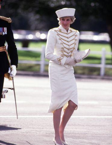 【ELLE】1987年4月 新たな暴露本が出版! チャールズ皇太子とダイアナ元妃の悲しすぎる結婚生活を写真で検証 エル・オンライン