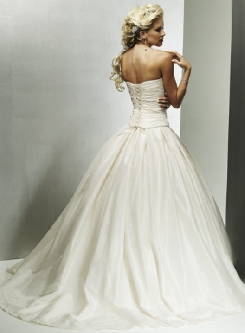 wedding dress sweetheart: Dresses Sweetheart, Princesses Ball Gowns, Wedding Dressses, Full Skirts, Taffeta Wedding Dresses, Training Taffeta, Dreams Dresses, The Dresses, Gowns Sweetheart