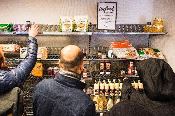 Un supermercado danés vende productos vencidos para luchar contra el despilfarro