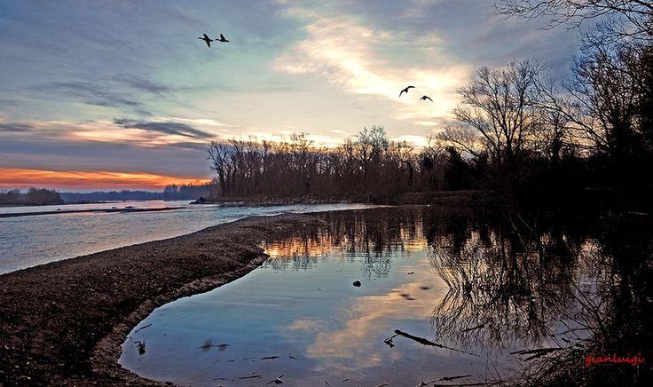 Un alba speciale. Pic: Gianluigi Carelli. #Lomellina #Ticino #turismo #Pavia #Milano