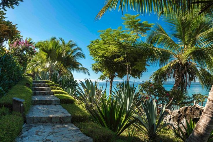 On Madagascar's secluded Lemur Island, the stylish retreat of Tsara Komba Lodge blends into its tropical beachfront setting—but stands out when it comes to community and conservation initiatives.