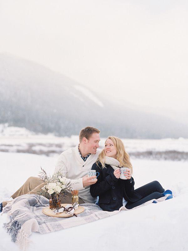 6 pomysłów na zimową sesję narzeczeńskąhttp://minwedding.pl/blog/?p=2855 zdjęcie: Bryce Covey Photography