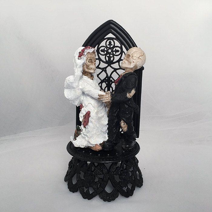 Halloween Wedding Cake Topper- Skeleton Bride and Groom Wedding Cake Topper- Skeleton Wedding- Halloween Topper- Graveyard Couple- by UniqueWeddinCreation on Etsy